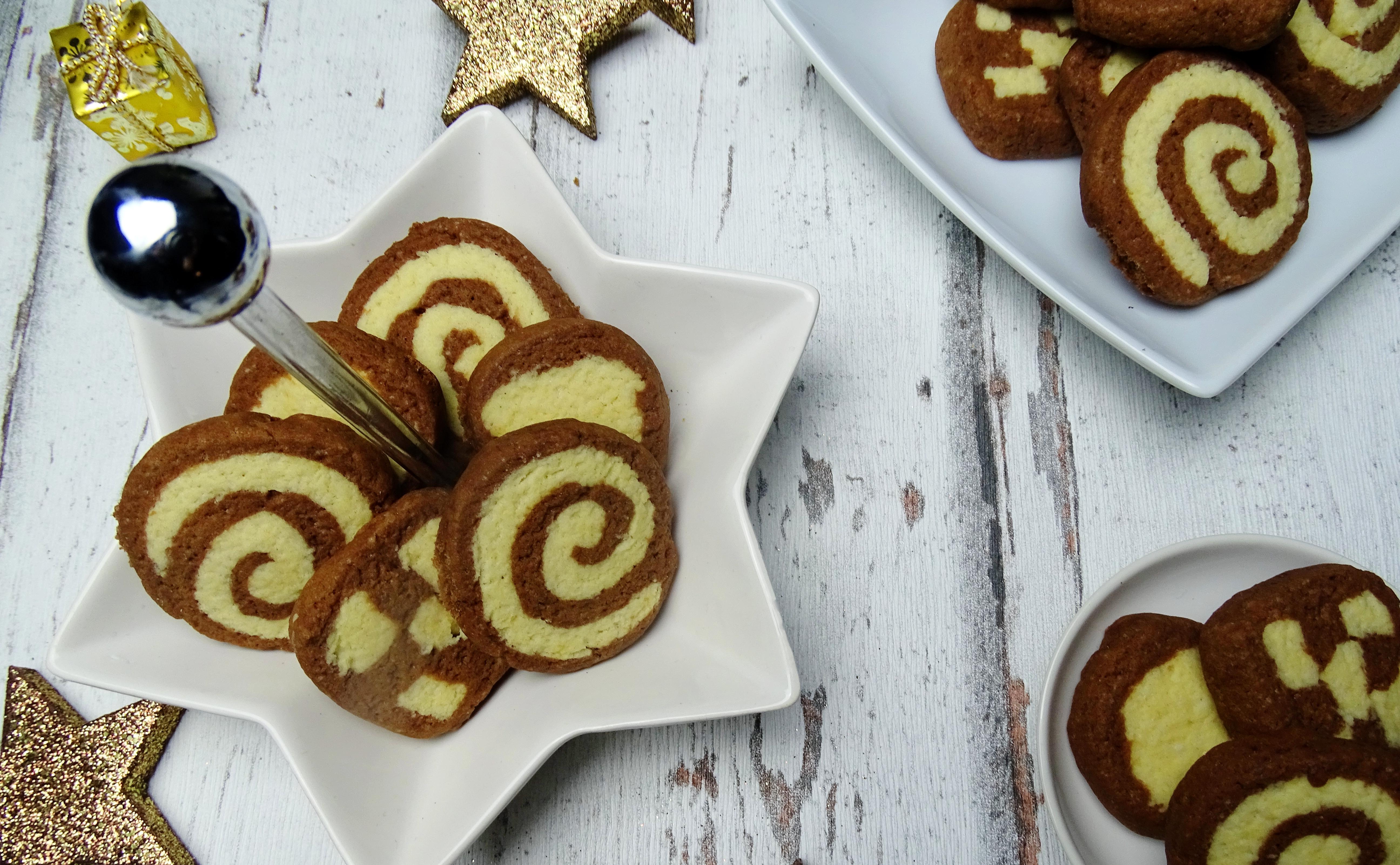 Vegane Weihnachtsbäckerei – Schwarz-weiß Gebäck